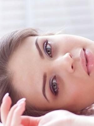 5 κακές συνήθειες που καταστρέφουν το δέρμα σου