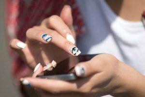 Καλοκαιρινά νύχια: Όλα τα σχέδια που θα φορεθούν φέτος το καλοκαίρι!
