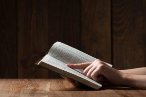 Τα 5 σπουδαιότερα θρησκευτικά βιβλία που θεμελίωσαν την ανθρώπινη πίστη.