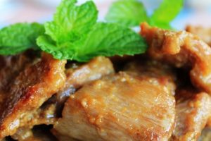 Η καλύτερη σπιτική συνταγή για Χοιρινά μπριζολάκια με μέλι και μουστάρδα