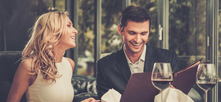 Πώς να πάρει έναν άντρα να πάει από τους φίλους να ραντεβού