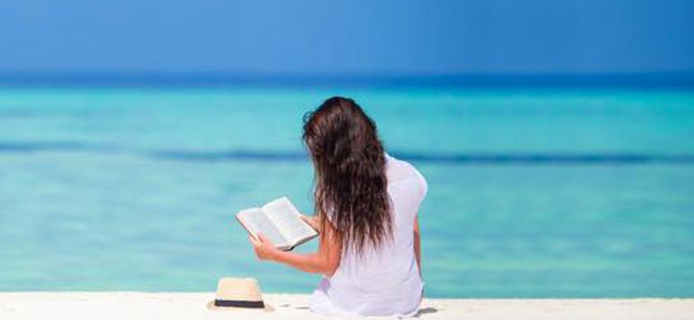 Τι βιβλία διαβάζουν οι αναγνώστες το καλοκαίρι; – Κατερίνα Τσεμπερλίδου