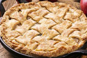 Η καλύτερη σπιτική συνταγή για εύκολη μηλόπιτα με 5 υλικά