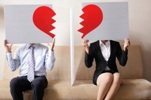 Πώς τα ζευγάρια επηρεάζονται κοινωνικά από το διαζύγιο;