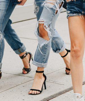 Ποια παπούτσια ταιριάζουν πραγματικά με το jean σου