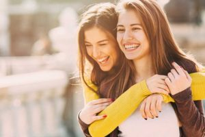 Πώς να βοηθήσετε κάποιον να γίνει πάλι χαρούμενος!