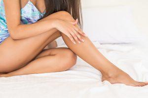 8 εύκολοι τρόποι περιποίησης για όμορφα πόδια το καλοκαίρι.