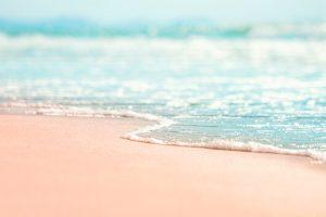 Πίσσα στην παραλία: πώς να την καθαρίσεις εύκολα από δέρμα και ρούχα.