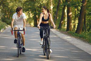 Τα οφέλη της ποδηλασίας στην σωματική και ψυχική υγεία.